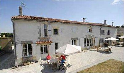 Vakantiedomein Domaine de La Laigne in de Charente-Maritime met mooie appartementen, zwembad en 45 minuten van de kust