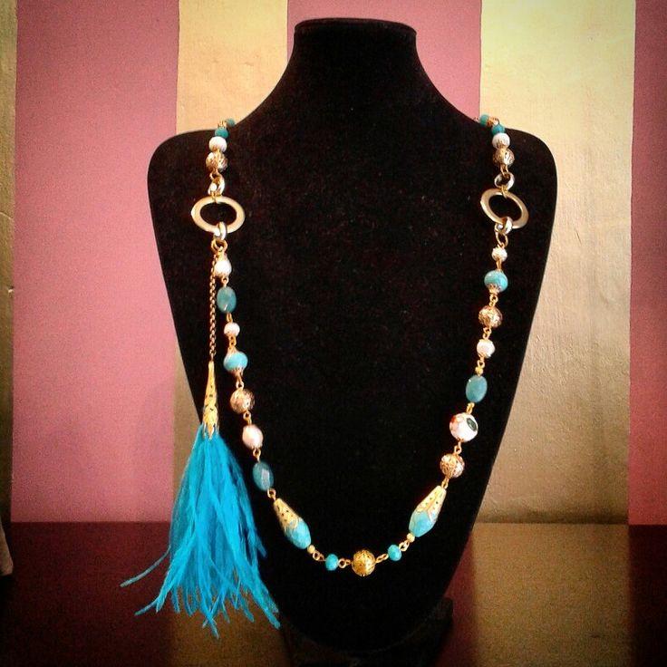 Collar azul y perla.