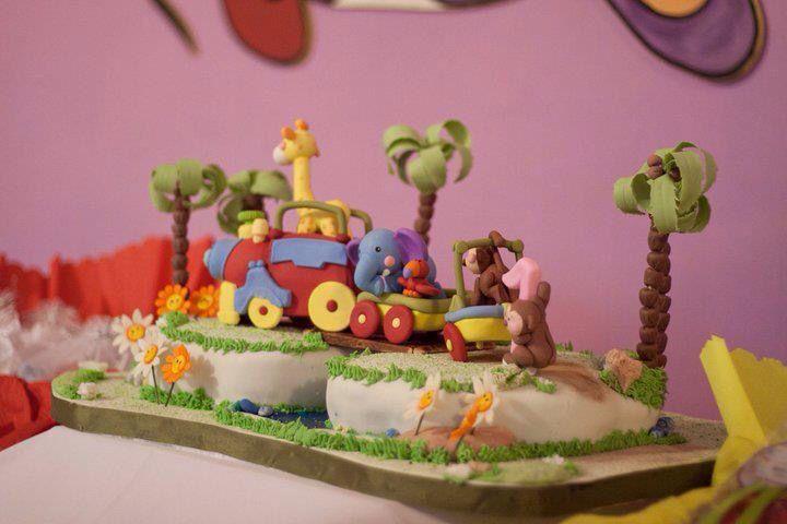 Tren de juguete realizado para el cumple se Sofia!!! Por Monica Josefina Orbegozo