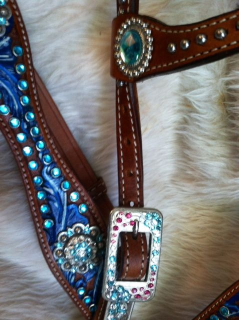 Pink Bling Horse Tack | Bling Tack, Barrel Racing Tack, Painted Horse Tack. The Blue is soooo pretty!