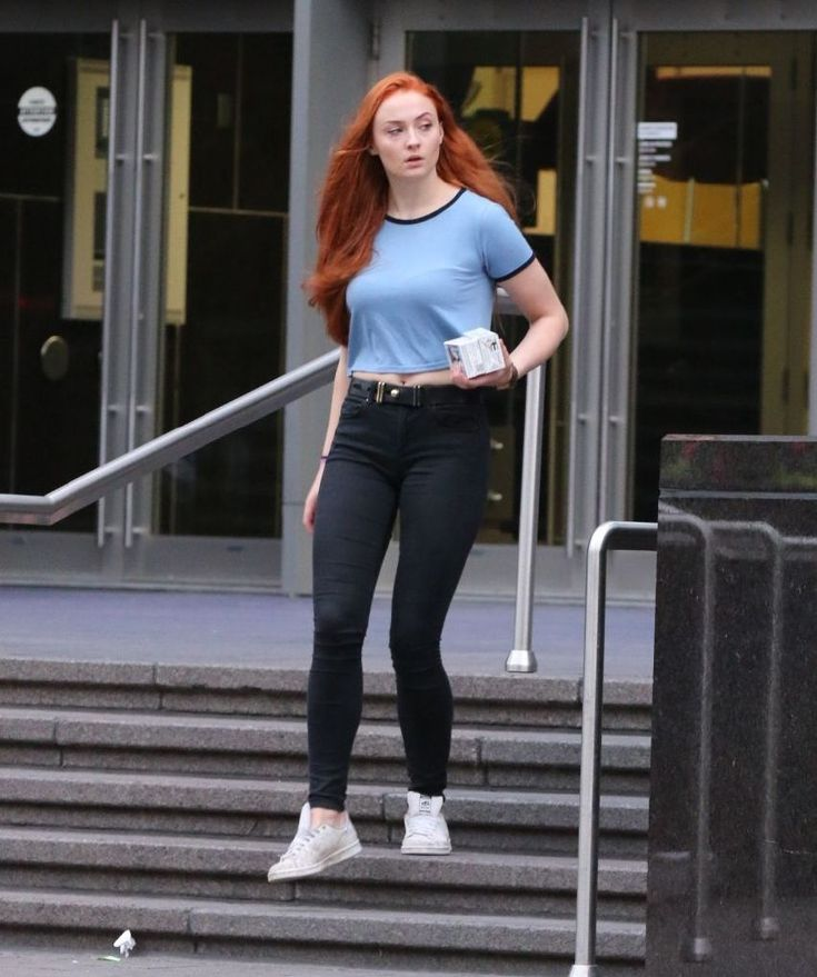 Sophie Turner Out and About in Montreal : Global Celebrtities (F) FunFunky.com