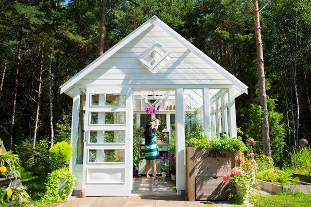 Biolan Orchid pots in greenhouse. http://www.biolan.fi/suomi/puutarhaharrastajat/huonekasvituotteet/ilo-kasvatussarja