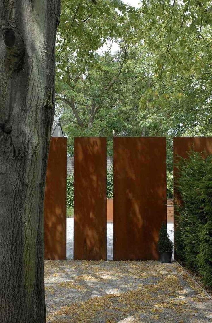 Sichtschutz im Garten mit Cortenstahl