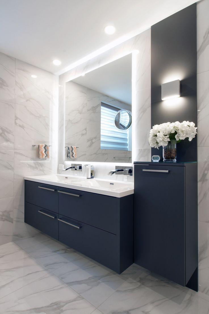 Spiegelbeleuchtung Fliesen Farbe In Form Von Schranken Hangeschranken Eingefuhrt Karen Harvey Badezimmer Umgestalten Badezimmer Badezimmer Design