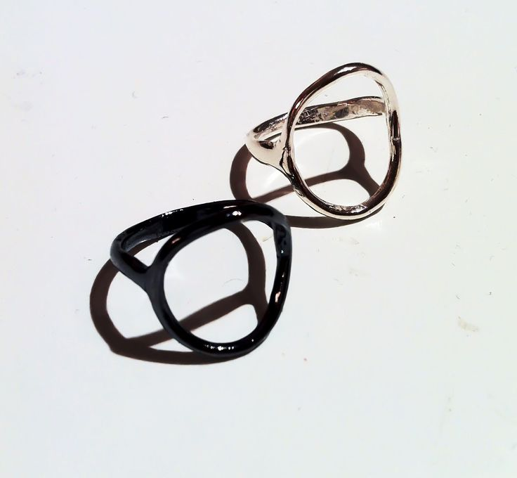 Cerclé silver rings in plain or oxidised silver