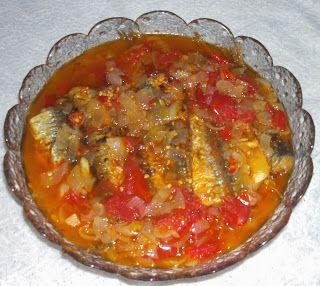 W Mojej Kuchni Lubię.. : smażone śledzie w sosie pomidorowo-cebulowym na os...