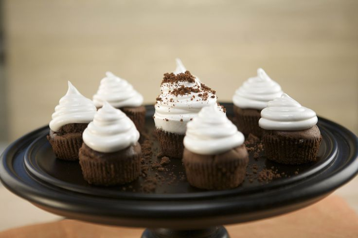 http://emerils.com/127618/boo-cupcakes?utm_content=buffer8b49b&utm_medium=social&utm_source=pinterest.com&utm_campaign=buffer BOO! cupcakes