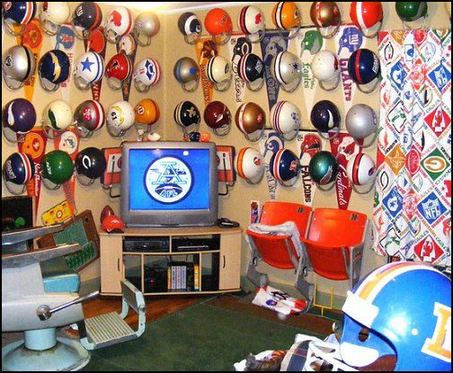 Awesome Throwback Style Man Cave