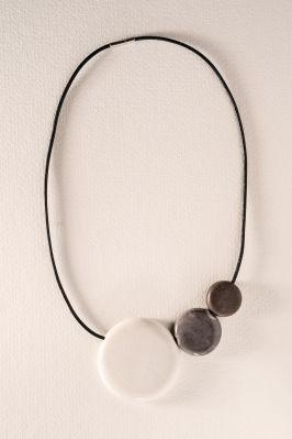 collier en nériage blanc gris 3 disques