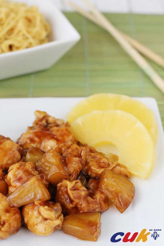 Pollo en salsa agridulce con piña