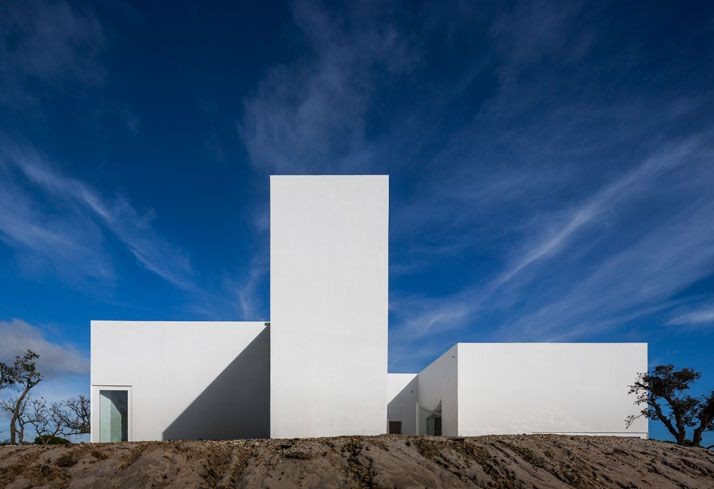 Between Heaven And Earth: A Residence In Melides, Portugal by Manuel Aires Mateus And SIA Arquitectura | Yatzer
