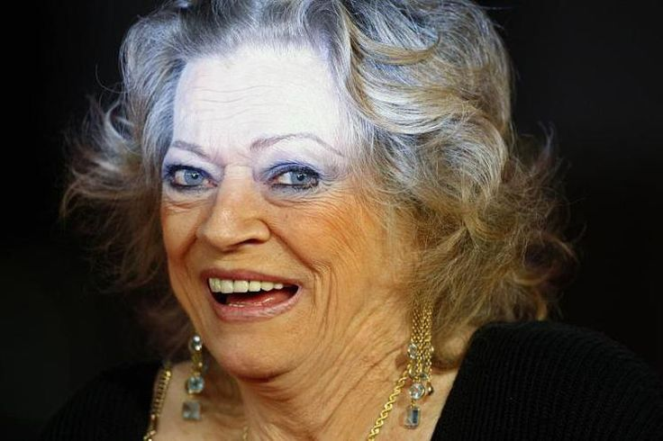 """Anita Ekbergs Auftritt im Fellini-Film """"La Dolce Vita"""" ist legendär. Die Schauspielerin starb gestern im Alter von 83 Jahren in Rom. Privat galt Ekberg als unterhaltsame Giftspritze, die Fellini nur ihre Hunde streicheln ließ, »nie mich«, sagte sie 2013 als Gast der Berlinale. Mehr dazu hier: http://www.nachrichten.at/nachrichten/kultur/Schauspielerin-Anita-Ekberg-83-jaehrig-gestorben;art16,1601011 (Bild: epa)"""