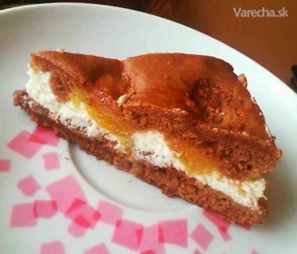 Ak vám zostane nedojedený marhuľový kompót, urobte z neho koláč. Tento vynikajúci s  tvarohom.