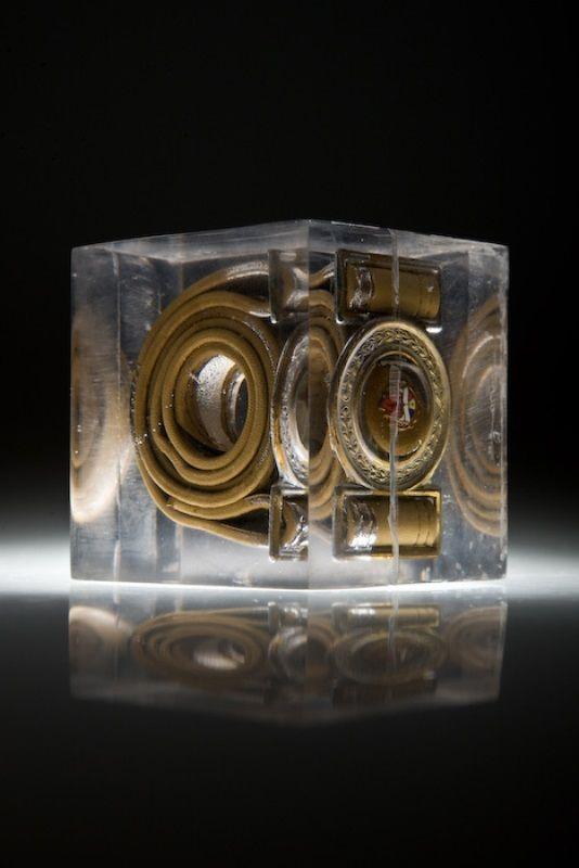 Artist: Zoltán Béla - Time Capsule (2009), 10 x 10 x 10 cm, polylite resin
