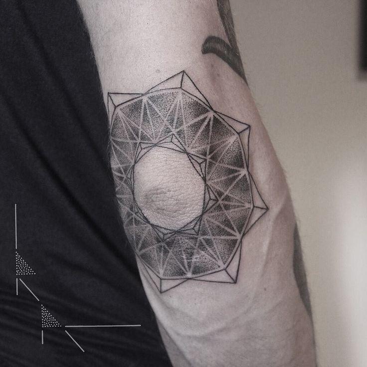 Painful on for Cédric from Paris thank you!  #rachainsworth #tattoo #berlin #neukölln #sticksandstones #mandala #dotwork