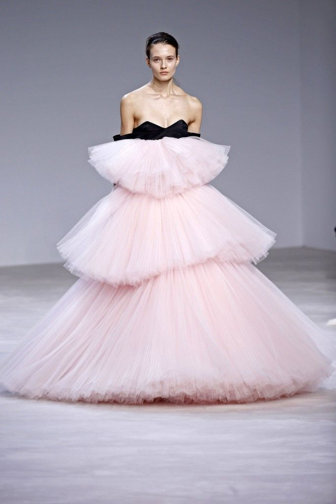Giambattista Valli, haute couture P-E 16 - L'officiel de la mode