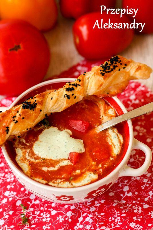 Bell pepper and tomato soup with basil cream and mozzarella / zupa krem paprykowo-pomidorowy z bazyliową śmietaną i mozzarellą