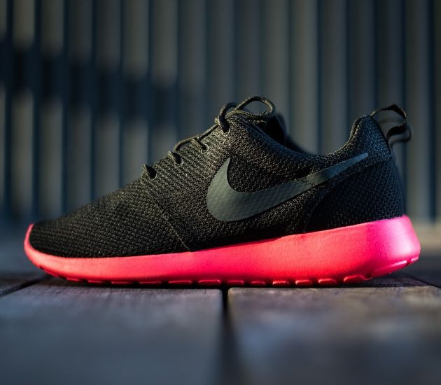 nike roshe run siren red uknown
