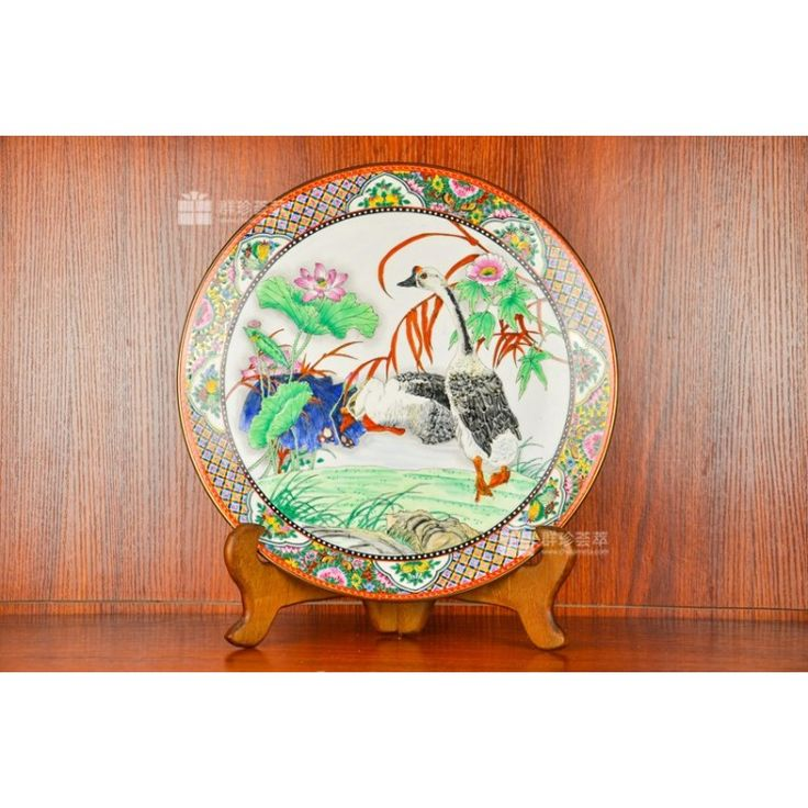 """The swan is the symbol of loyalty, eternal love, kindness, bravery and ambition. Furthermore, from ancient times to the presents, the swan is seen as the """"beautiful angel"""". With exquisite drawings and traditional patterns of Guangzhou Porcelain, this work has great appreciation value and upside potential, and is fine to be a collection."""