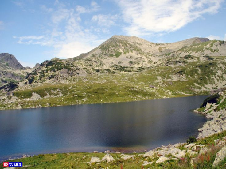 Lacul Bucura, una dintre destinatiile favorite ale turistilor, este cel mai mare lac glaciar de pe teritoriul Romaniei