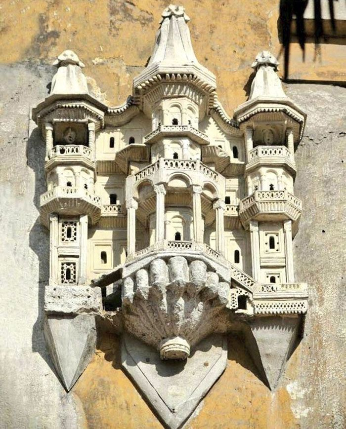 Back in the times of the Ottoman Empire, people would build elaborate miniature palaces for the birds. Found in the territory of today's Turkey, the birdhouses were affixed to the outer walls of significant city structures, such as mosques, inns, bridges, libraries, schools and fountains.