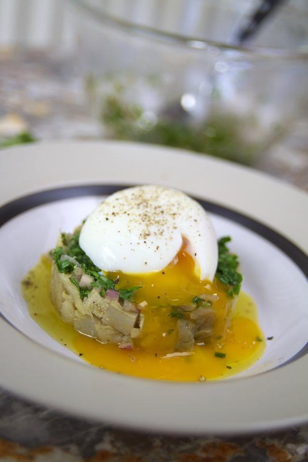 Artichaut, vinaigrette aux herbes, et oeuf mollets, sur j'aime jardiner : http://www.jaime-jardiner.com/artichaut-aux-oeufs-mollets/