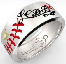 """Il primo """"Anello"""" che racchiude in se la tradizione italiana del """"Baseball"""" e quella della alta oreficeria italiana,  è un  gioiello prezioso che ogni amante del Battiecorri, e non, potrà avere con se come simbolo dell'Amore per questo gioco e della unicita' di oggetto di raro valore."""