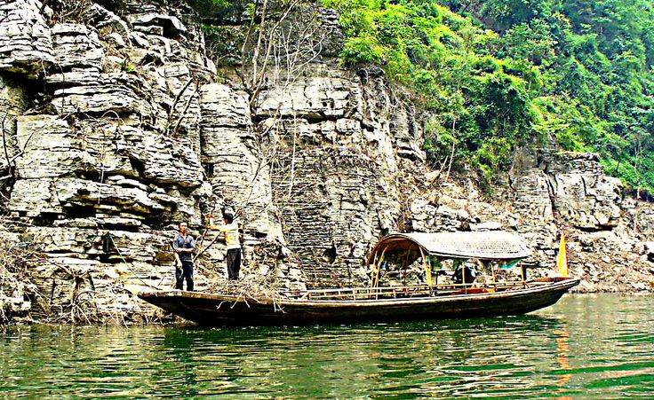 Lesser Three Gorges - Another pair of men collecting wood along the canyon.