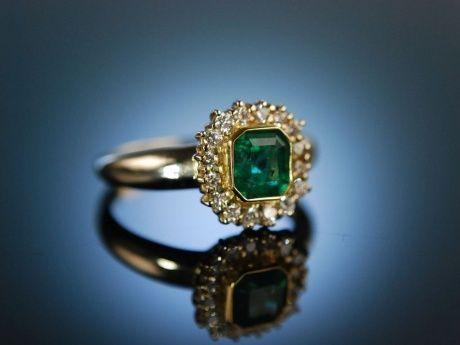 Finest Diamond and Emerald engagement ring! Klassischer Halo Ring Gold 750 Brillanten Smaragd, Verlobungsringe bei Die Halsbandaffaire