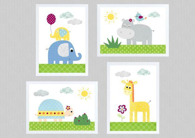 Du suchst noch schöne Wandbilder für Dein Babyzimmer / Kinderzimmer? Dann ist dieses liebevoll gestaltete Kinderbilder-Set mit den süßen Dschungeltieren - Elefanten, Giraffe, Nilpferd und...