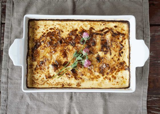 :1 quart heavy cream3 garlic cloves, peeled and crushedThyme sprigs2 tablespoons olive oil1 large leek, white part only, cut into 1⁄4-inch slicesSaltBlack pepper1 pound Gruyere cheese, shredded6 potatoes, sliced 1⁄16 of an inch thick:1. Preheat the oven to 350 degrees. Grease a 4-quart casserole dish. In a saucepan, combine the heavy cream, garlic and thyme and bring just to a boil, watching carefully and reducing heat to simmer. Let simmer until thickened, about 15 minutes. Strain into a…