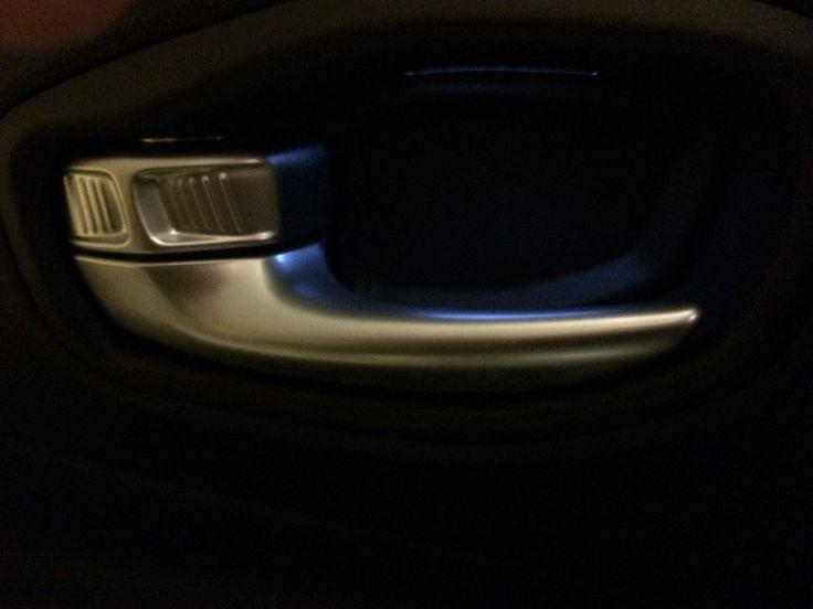 Illuminazione maniglie apertura porte_1