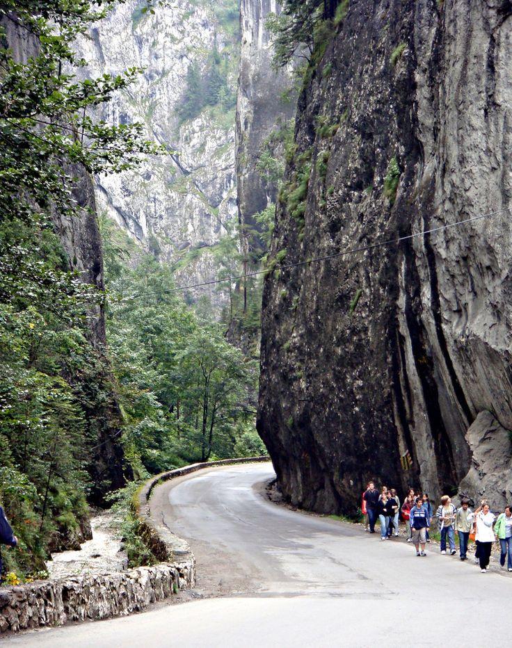 Bicaz Canyon (Cheile Bicazului), Romania worldtv.blog.fc2.com/blog-entry-556.html