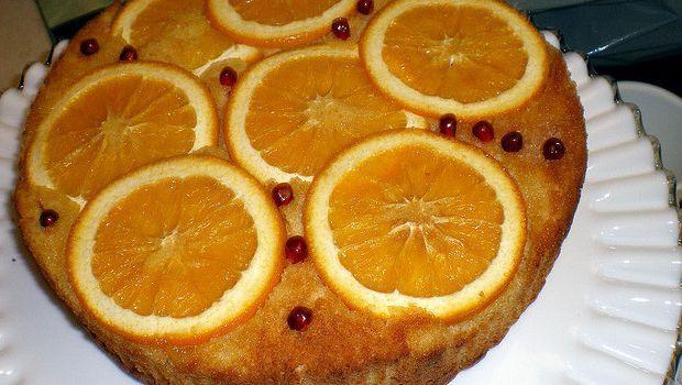 Ecco la torta all'arancia e yogurt greco da gustare a colazione