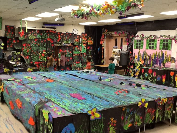Monet's water lily pond in the art room . The field of poppies on the back wall.