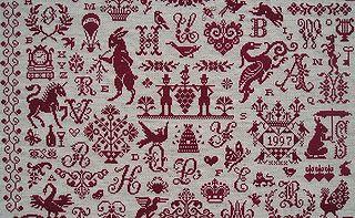 Détail du marquoir rouge en point de croix nomé Letter Chaos Sampler de Clorami Designs
