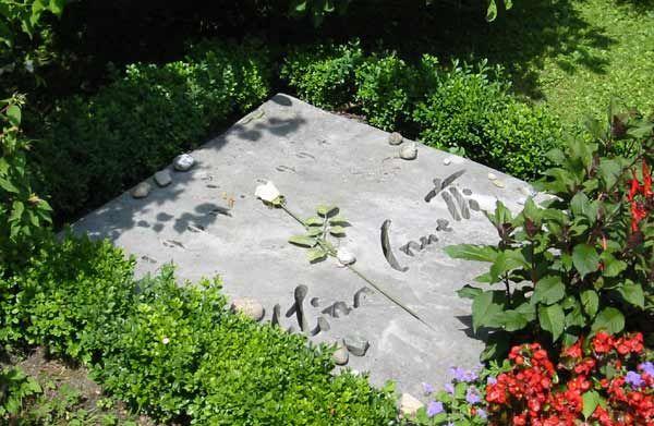 Elias Canetti (25/07/1905 - 14/08/1994). Cementerio Fluntern (Zurich)