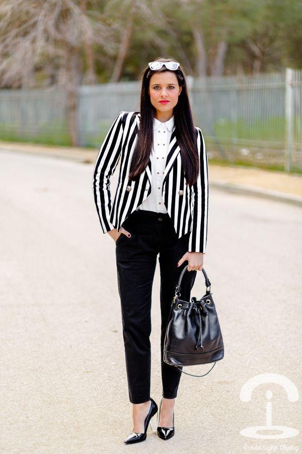 Black & White Stripes - Crimenes de la Moda - rayas blanco y negro - ray-ban - mango - zara - white shirt - camisa blanca - zapatos de tacon transparentes - transparent heels