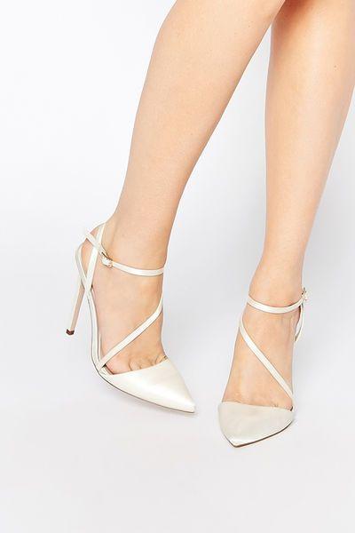 Spitze High Heels mit Riemchen #weddingshoes #hochzeitsschuhe #brautschuhe