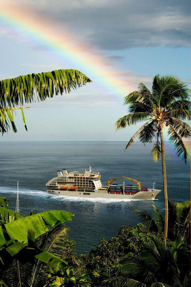 Embarquer pour une croisière autour des Marquises, dans le cargo l'Aranui 3.