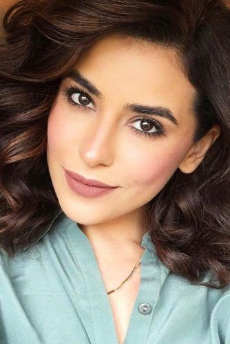 A Complete Guide To Olive Skin Tone Makeup | Makeup trends ...  A Complete Guid...