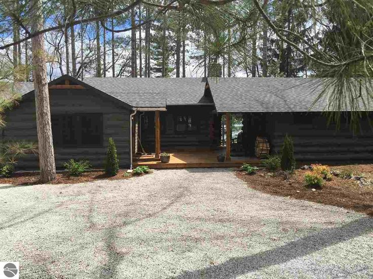 One Story Homes for Sale in Traverse City, Michigan - http://www.45thparallelhome.com/northern-michigan-real-estate-market/traverse-city-one-story-homes/