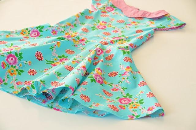 emma en mona: De rok in zes delen - met links naar de handleiding voor kapmouwtjes en een free-style kraagje!!
