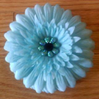 Light blue daisy clip.  Like us at:  www.facebook.com/chicbellacouturedesigns: Daisies Clip, Children Hair, Blue Daisies, Hair Bows, Lights Blue