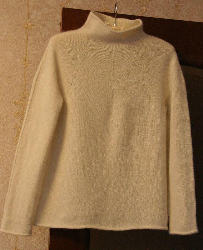 Пуловер по мотивам Serra Turtleneck.