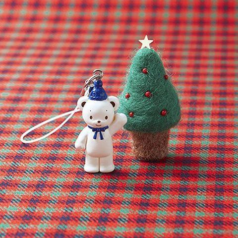【子どもたちにプレゼント】 12/25まで、クリスマスギフトコレクション開催中! 期間中、ご来店の子どもたち全員に「ファミちゃんストラップ」(全長約3cm)をプレゼントいたします。みなさまのご来店お待ちいたします。 _ ★小学生以下のお子さまが対象。 ★お子さまお一人につき1個のプレゼントになります。ご了承ください。 ★なくなり次第終了とさせていただきます。 ★クリスマスギフトコレクションについての詳細はファミリアHPにてご確認下さい。 _ #ファミリア #familiar #ファミちゃん #ファミリア銀座本店 #familiarginza  #baby #ベビー #子供服 #出産準備 #infant #kids #ファッション #イベント#クリスマス #プレゼント