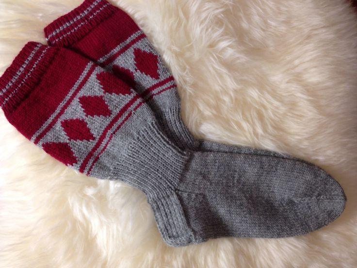 Jussi-sukat, koko 47 ja lankana 7 Veljestä