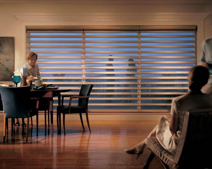 Vista as janelas da sua sala de jantar com a cortina Pirouette.