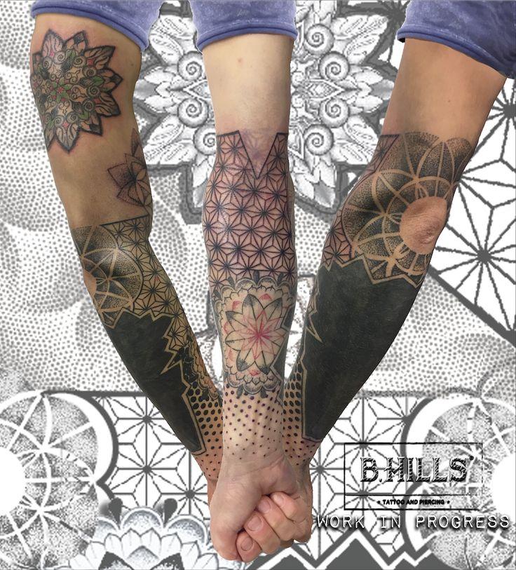 #BhillsTattooCompany #LaraTonioloTattooArtist #GeometricTattooArm #GemetricArm #DotworkTattoo #CoverUpTattoo #Dotwork #Tattoo #Dotwork #Geometrie #MandalaTattoo #LineTattoo #Ink #LaraLadyOktopusTattooArtist #Cittadella #TatuatoriVeneto #Tatuaggi #TattooShop