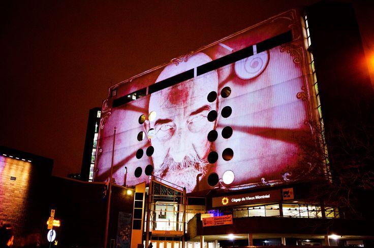 Fascinoscope - Le Cégep du Vieux Montréal héberge l'hypnotiseur qui tente un envoûtement par une multiplication d'illusions d'optique psychédéliques composées de formes rondes et de spirales infinies. Cœurs sensibles s'abstenir. Conception: Lüz Studio, crédit: Cindy Boyce.